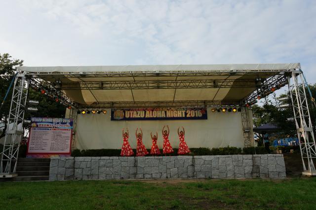 芝生広場ステージ
