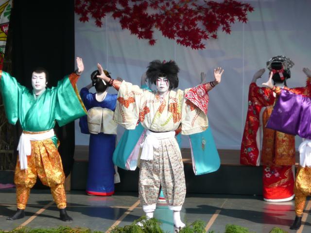 興居島の船踊り