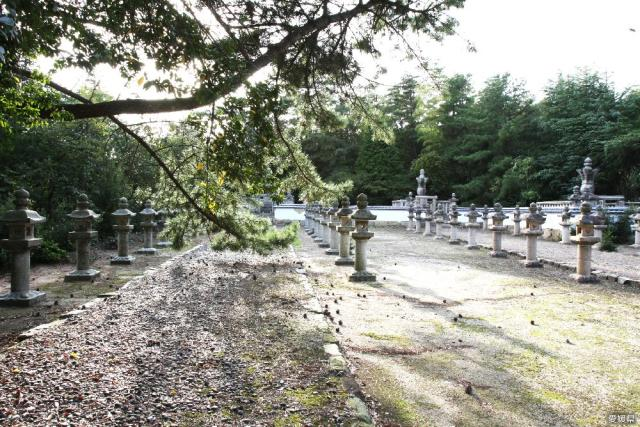 今治藩主の墓(国分山城)