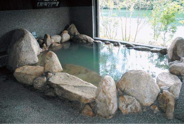 湖畔遊温泉