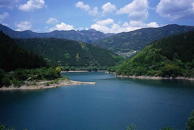 奥物部湖(ダム湖)
