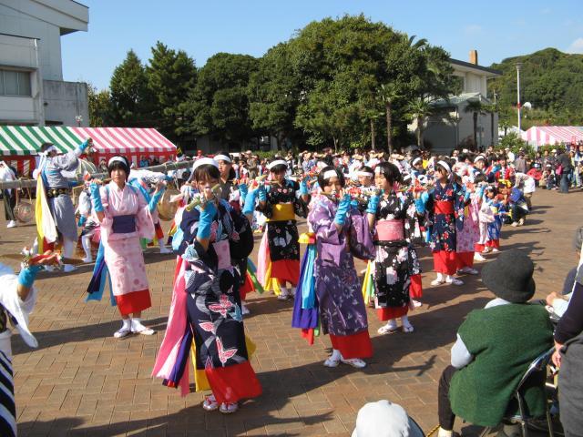 Tsuchiya popular group dance