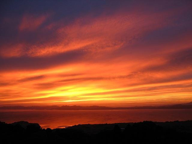 把空中染成紅色從雲仙休假村的夕陽