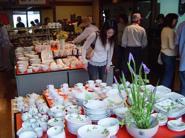 The largest Producing Area of Toseki Stone Amakusa West Seashore Visiting Ceramists in Spring