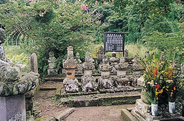 禰寝家の墓