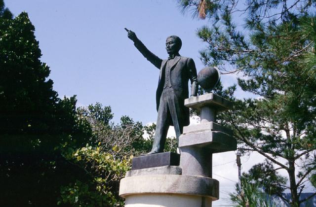 當山久三の銅像