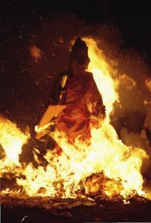 天狗の火渡り(美国神社例大祭)