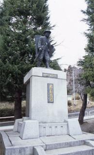 鐮田村長銅像