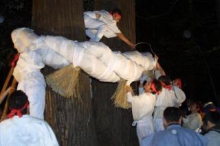 刈田嶺神社暁祭り