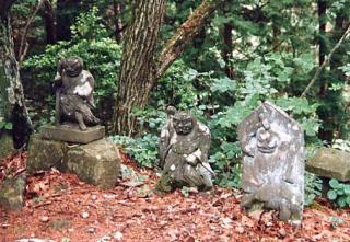 修那羅石神仏群