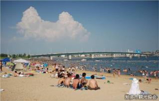 ブルーサンビーチ(人工海浜)