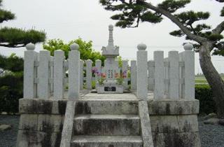 山内一豊公母法秀院の墓