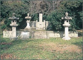 源氏三代の墓