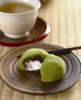 街道茶店「聴水庵」で味わう新宮茶と霧の森大福
