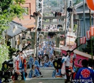 Ayabe Shrine Akita Univ. festival line popular group dance