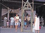 鑽過吉岡八幡神社車輪