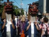 靈魂神社定期的祭祀和頭飾行列